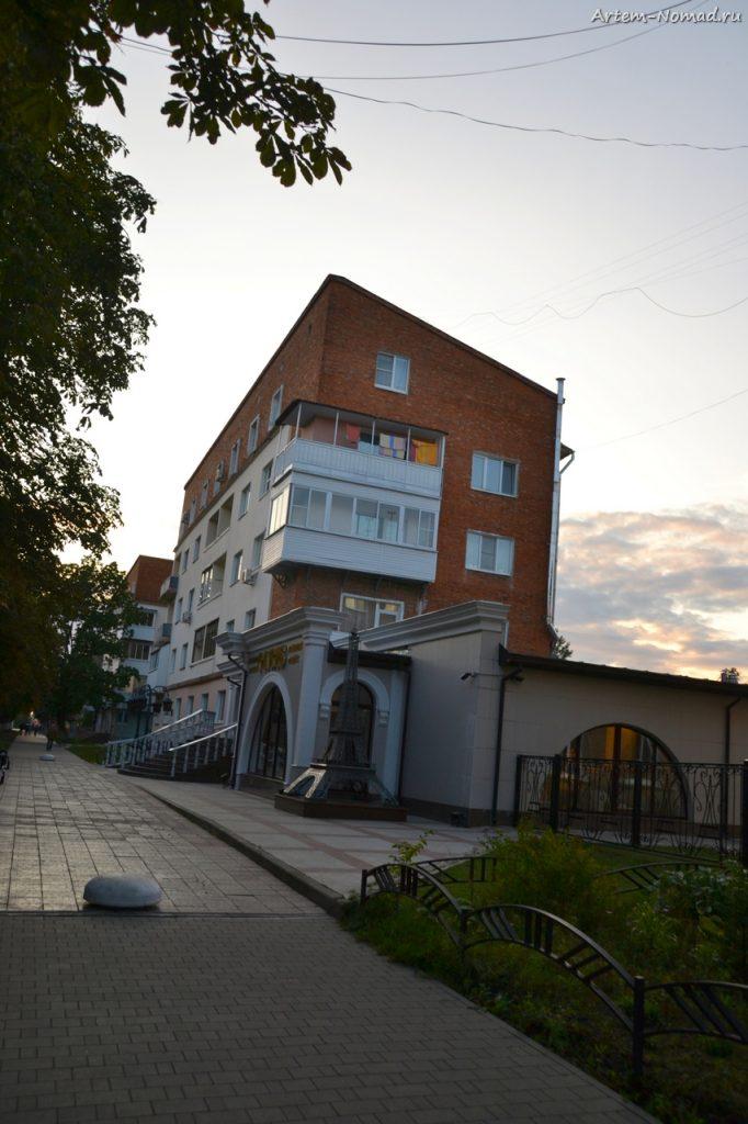 Здание в стиле конструктивизма